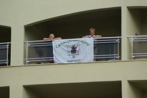 Jolanda en Mirte op het balkon van het hotel in Turkije